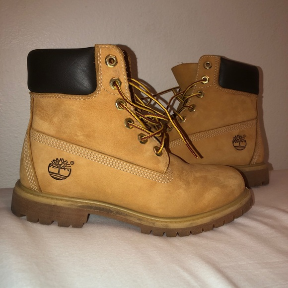Timberlands size 6W !!! Great condition :)